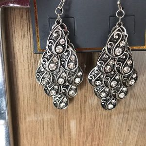 NWOT Ali & Jules teardrop earrings
